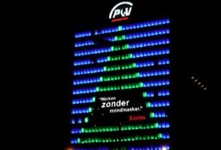 P&V gebouw in de nacht